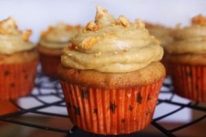 Pumpkin Spice Oreo Cupcakes with Pumpkin Cream Cheese Frosting